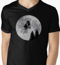 Xenomorph ET Moon Ride Men's V-Neck T-Shirt