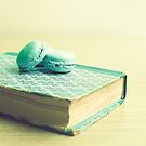 Mint macaroons and mint book by Caroline Mint