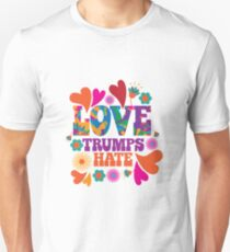 Love trumps hate psychedelic design T-Shirt