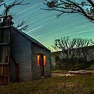 Star Trails in Edmonsons Hütte von David  Harris