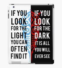 Licht in der Dunkelheit iPad-Hülle & Klebefolie