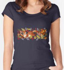 Camiseta entallada de cuello ancho Playful Squirrel