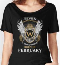 Camiseta ancha para mujer Nunca subestimes a una mujer negra nacida en febrero