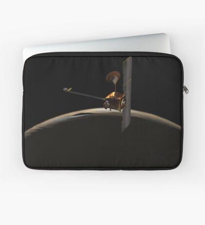 Mars Odyssey-Raumfahrzeug über Mars-Sonnenaufgang. Laptoptasche