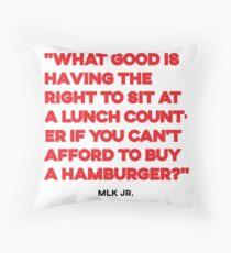 Martin Luther King Jr. Zitat über wirtschaftliche Gerechtigkeit Dekokissen