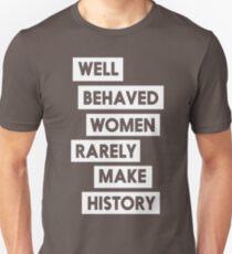 Gut erzogene Frauen machen selten Geschichte Slim Fit T-Shirt