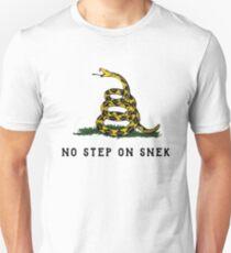 no step on snek Unisex T-Shirt