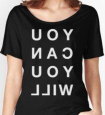 SIE KÖNNEN SIE alle Kappen weißer Text - großer Druck Loose Fit T-Shirt