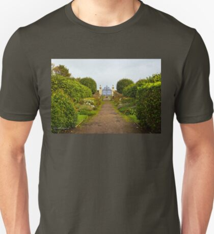 Gate to the North Sea - Dunrobin Castle (Golspie, Sutherland, Scotland) T-Shirt