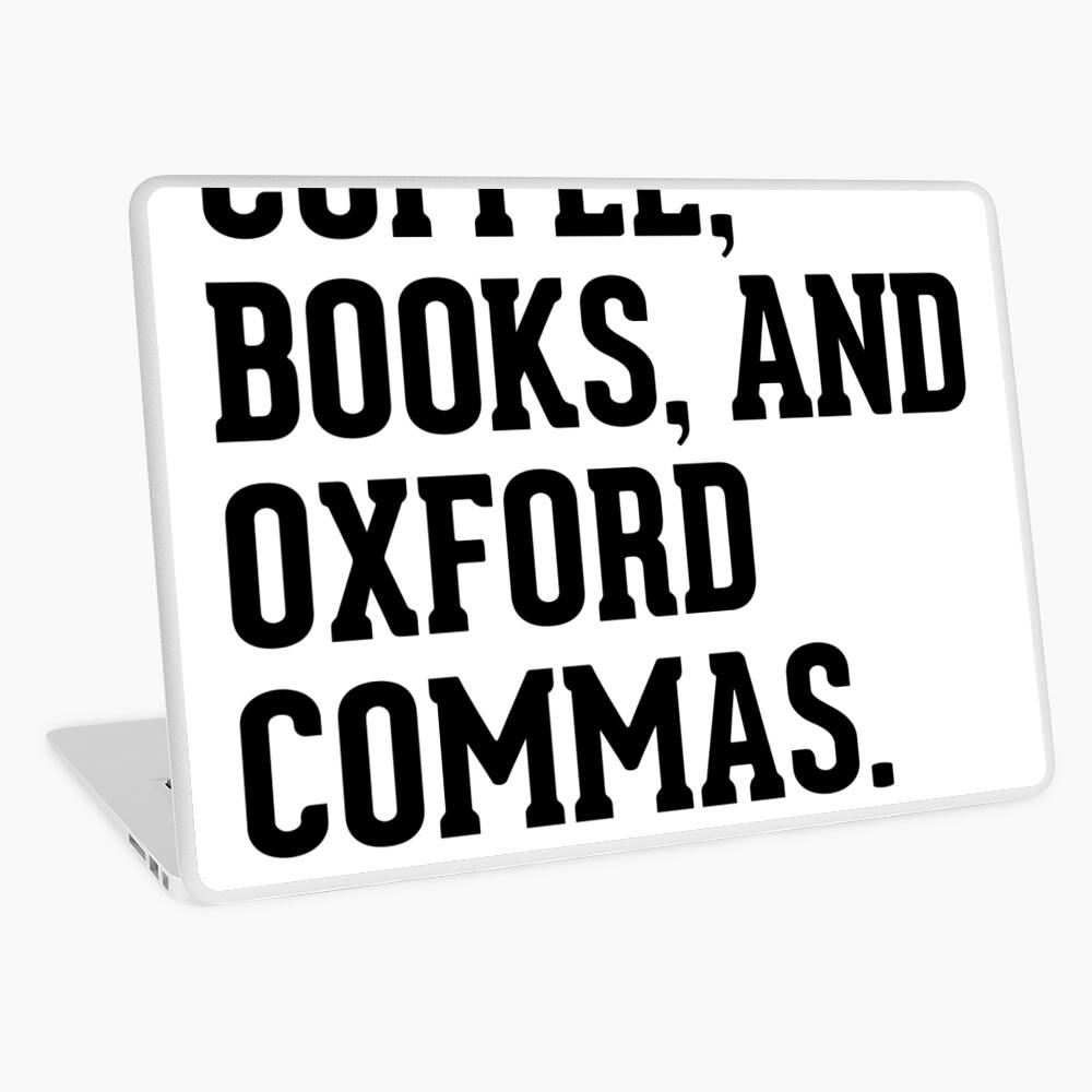 Kaffee, Bücher und Oxford Kommas Laptop Folie