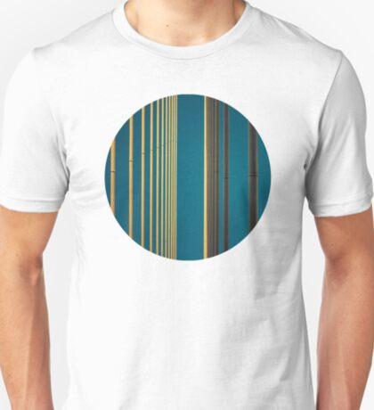 Gelbe Linien in den Himmel T-Shirt