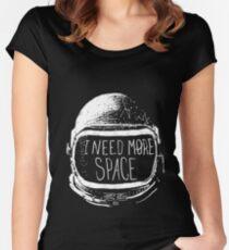 Camiseta entallada de cuello redondo I Need More Space