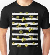 st patricks black white clover Unisex T-Shirt