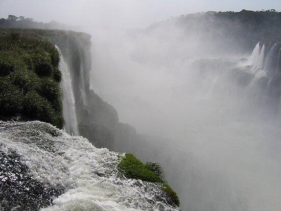 Mighty Iguazu Falls by Jeremy4444