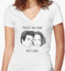 Mulder & Scully Women's Fitted V-Neck T-Shirt