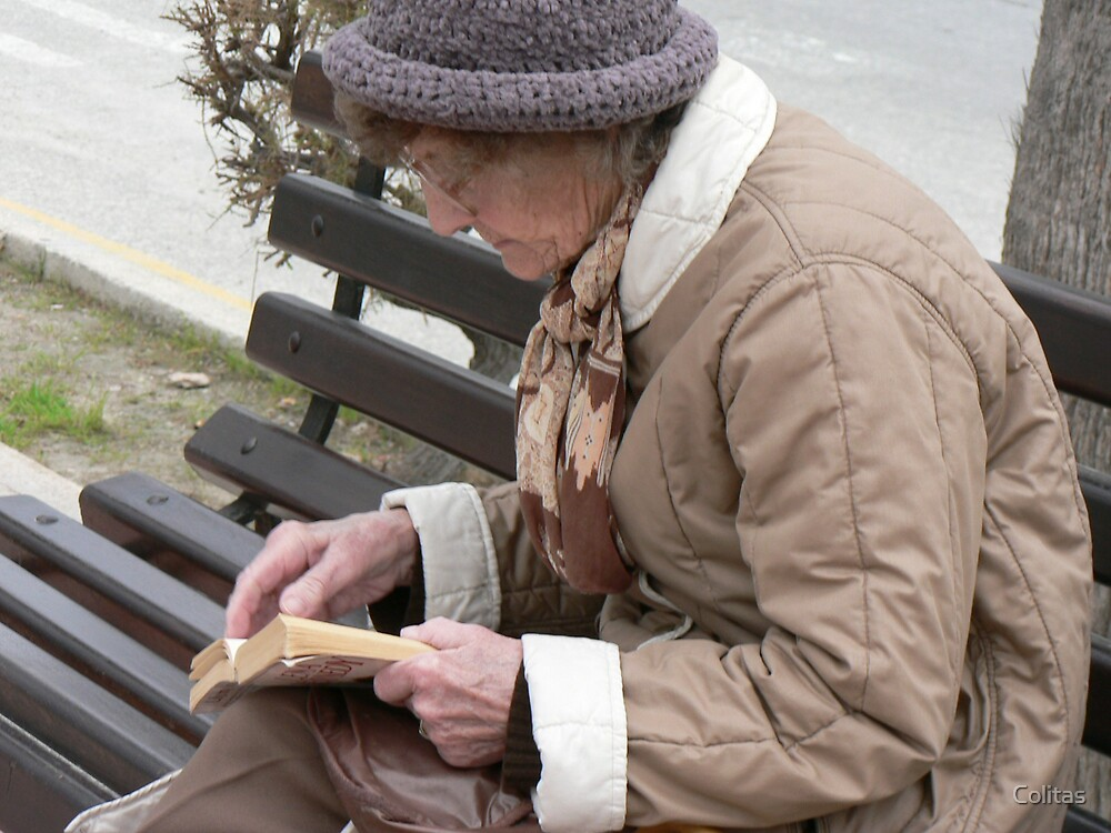 Bench Reading by Colitas