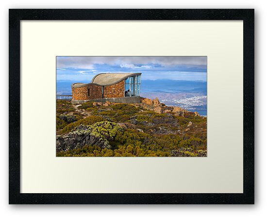 Pinnacle shelter at Mount Wellington by Darren Stones