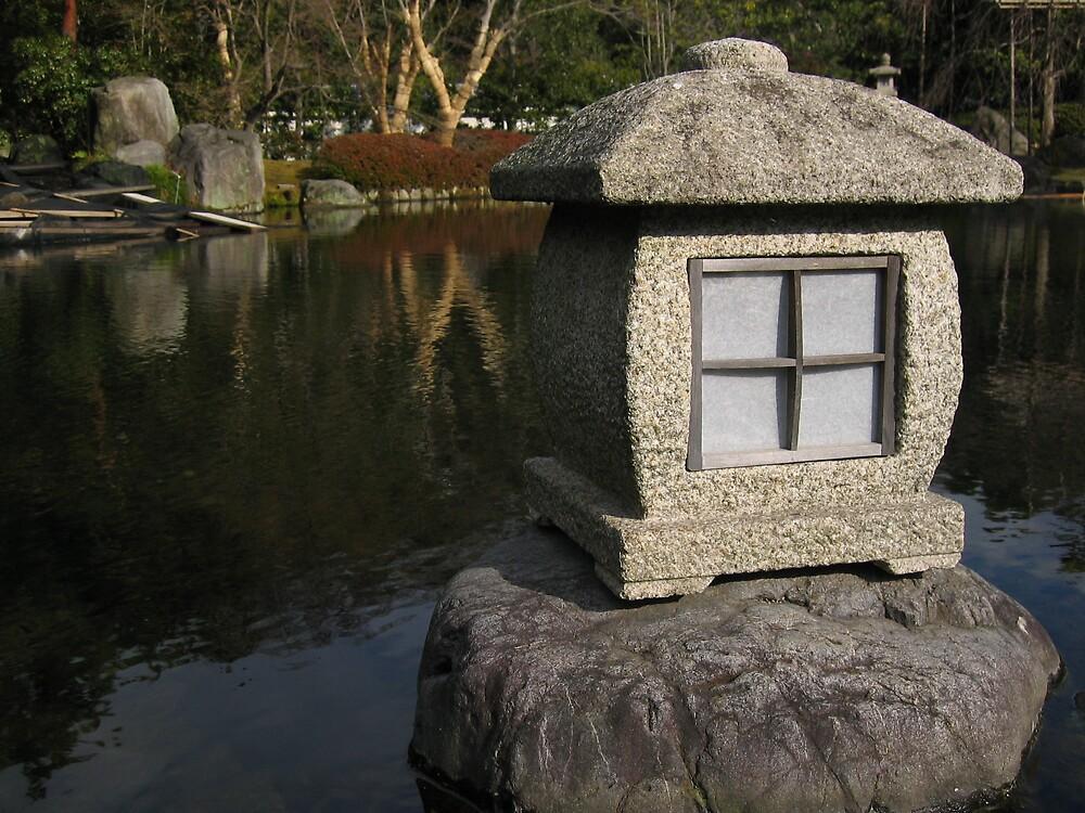 Stone Lantern - Hemeji Castle by marklow