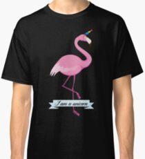 un flamant rose déguisé en licorne Classic T-Shirt