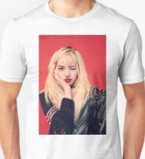 Lisa - Blackpink Unisex T-Shirt
