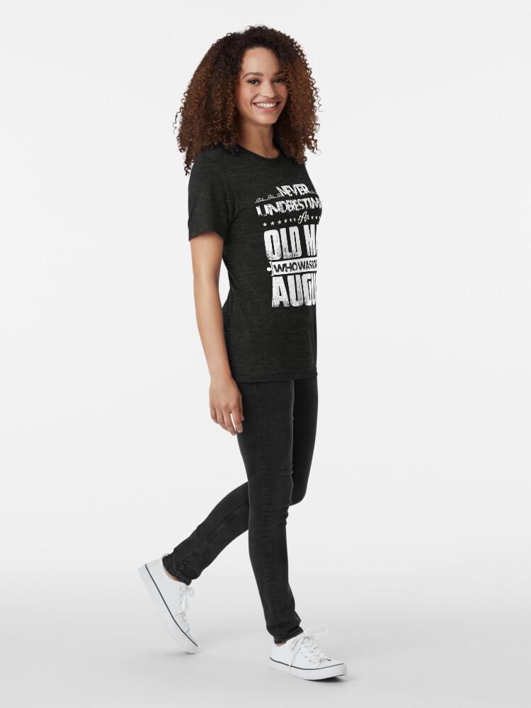 Alternative Ansicht von Unterschätzen Sie nie einen alten Mann, der im August geboren wurde - August Geburtstagsgeschenke Vintage T-Shirt