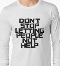 Hören Sie nicht auf, Menschen nicht helfen zu lassen (schwarze Beschriftung) Langarmshirt