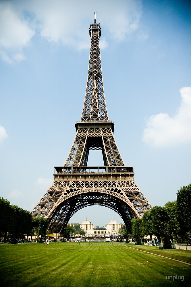 Eiffel Tower from Ecole Millitaire by unplug