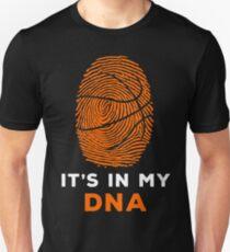 Basketball ist in meinem DNA-Fingerabdruck-Shirt, Hoodie, Kaffeetasse Tasse für Team, Spieler, Coach - Geschenk für Mama, Papa, Muttertag, Vatertag Slim Fit T-Shirt