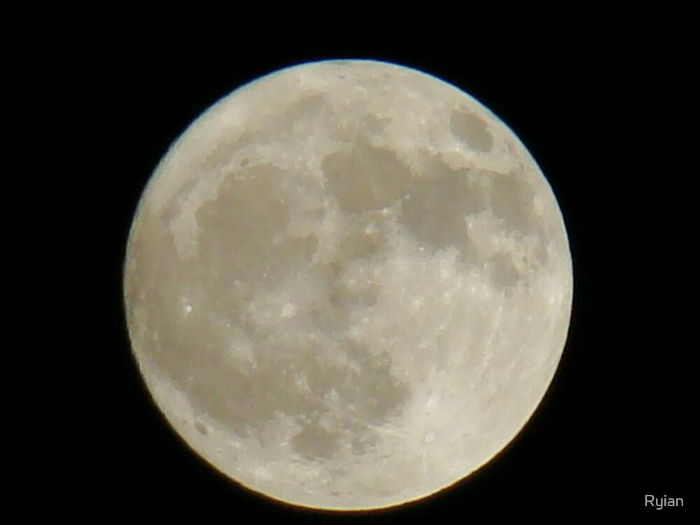 Full moon by Ryian