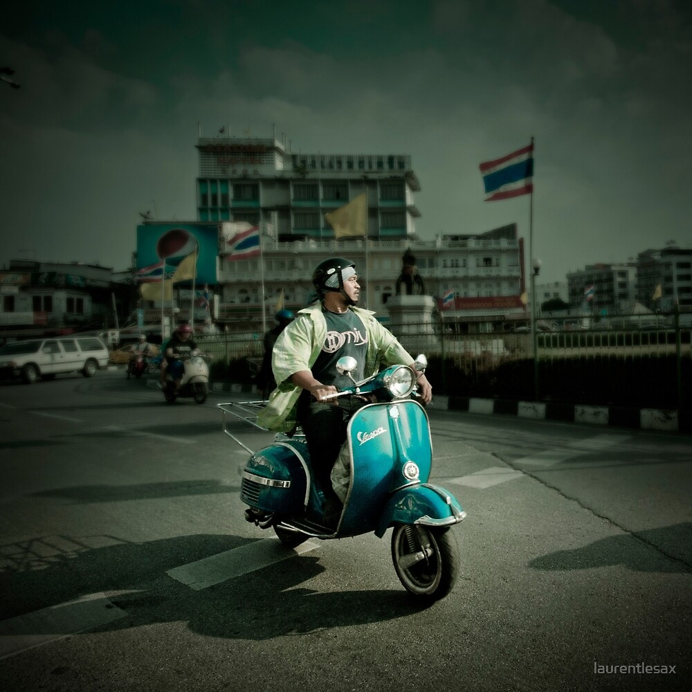 Vespa in Bangkok by laurentlesax