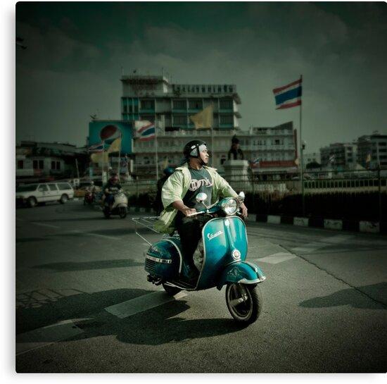 Vespa in Bangkok by laurentlesax