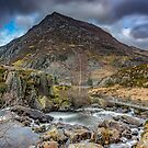 Pen yr Ole Wen Mountain by Adrian Evans