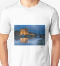 bunratty castle durty nellys nellies at night water reflection county clare ireland Unisex T-Shirt