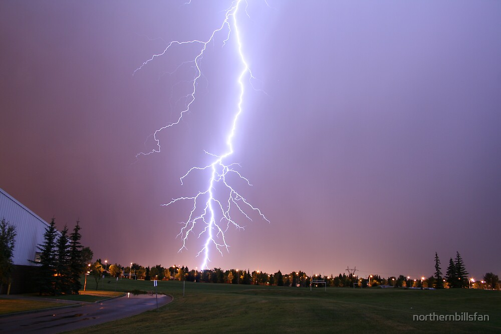 Lightning getting closer by northernbillsfan