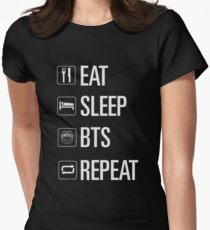 Nur BTS Tailliertes T-Shirt für Frauen