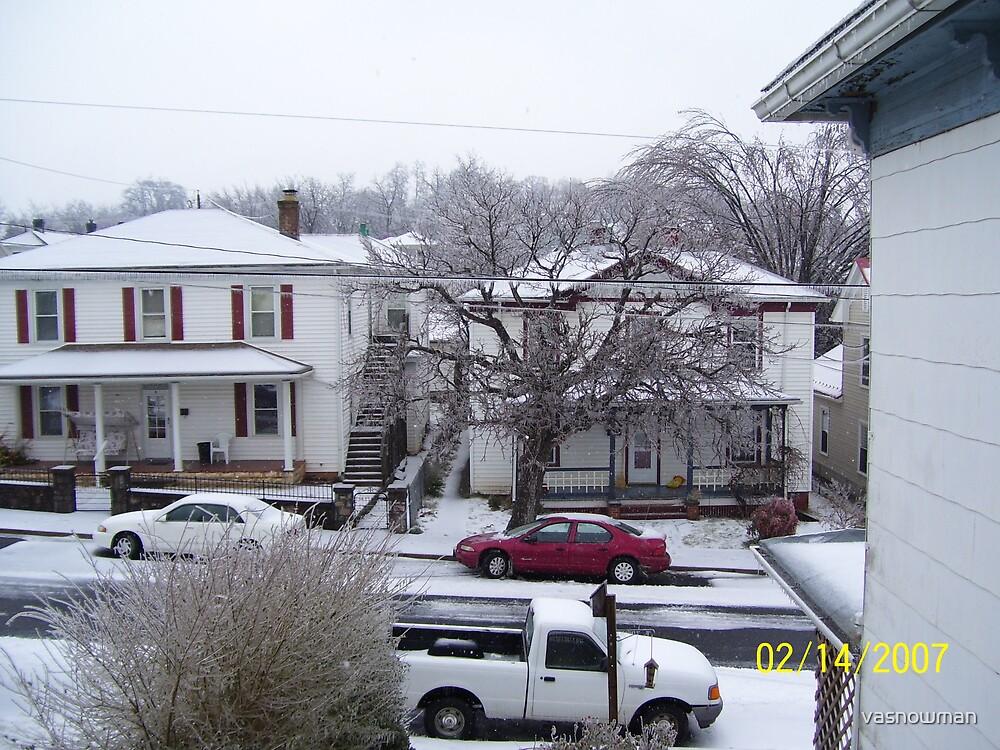 I hate the snow by vasnowman