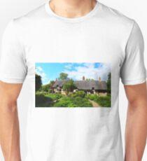 ANNE HATHAWAYS COTTAGE, SHOTTERY, STRATFORD-ON-AVON, WARWICKSHIRE, ENGLAND Unisex T-Shirt