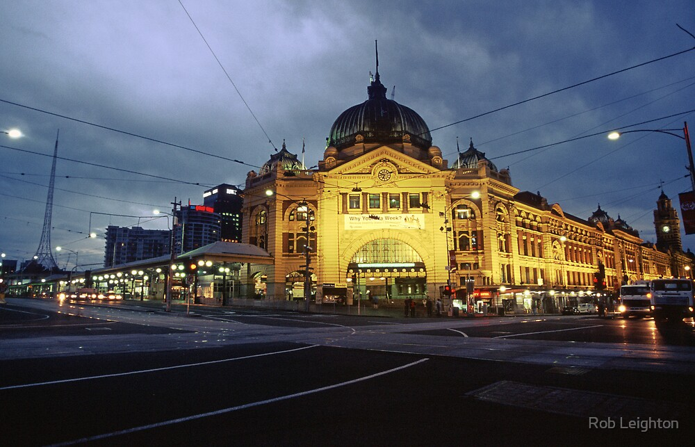 Flinders St Station by Rob Leighton