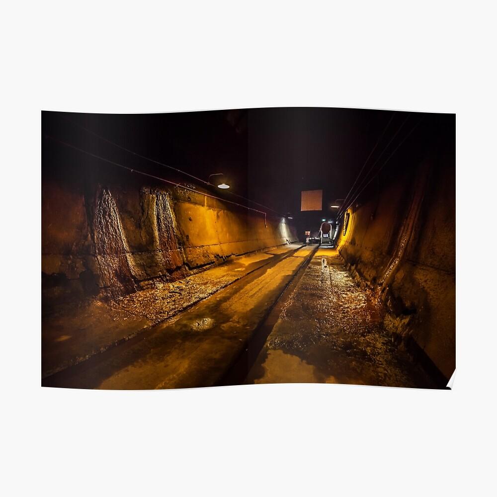 Darwin WW2 Ölspeicher Tunnel Poster