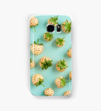 Fresh pineberries on turquoise Samsung Galaxy Case/Skin