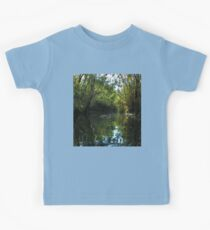 Water leaf sorrounded by green Kids Tee