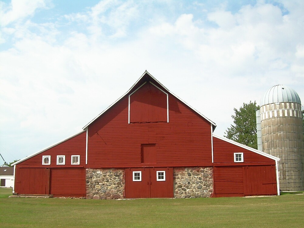 red barn by Jaclyn Clemens