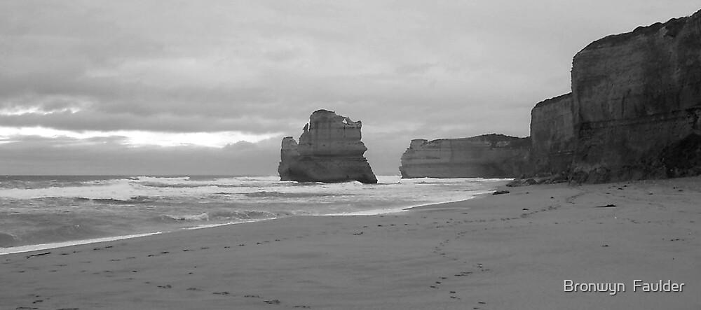 Great Ocean Road by Bronwyn  Faulder