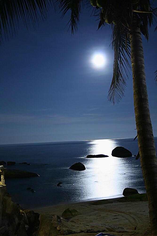 Moon light over Ko Samui by caladarn
