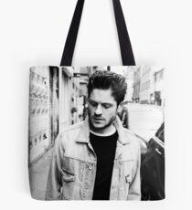 Berühmtheit: Iwan Rheon Tote Bag