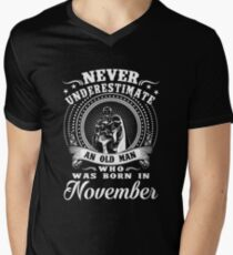 Never underestimate an old man who was born in november T-shirt T-Shirt