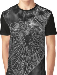 Morgentau am Spinnennetz Graphic T-Shirt