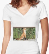 Foxing Around Women's Fitted V-Neck T-Shirt