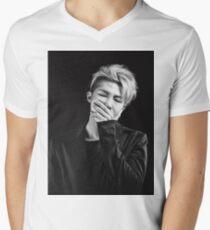 Rap Monster T-Shirt mit V-Ausschnitt