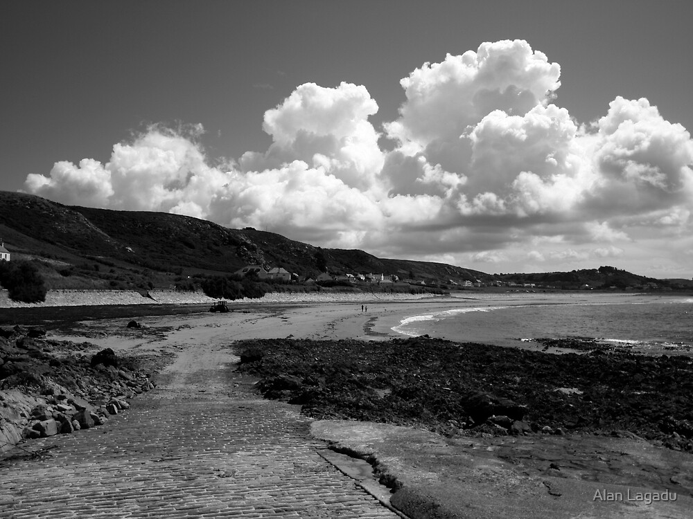 B&W L'Etacq beach by Alan Lagadu